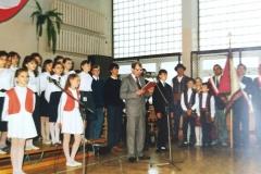 zdj-1.-04.06.1990-Dyrektor-Szkoły-Stefan-Kwietniowski-wita-gosci