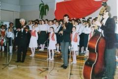 zdj.-4-04.06.1990-Występ-Muzykujacej-Rodziny-Dudków.