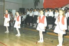 zdj.2.-04.06.1990-Występ-zespołu-szkolnego