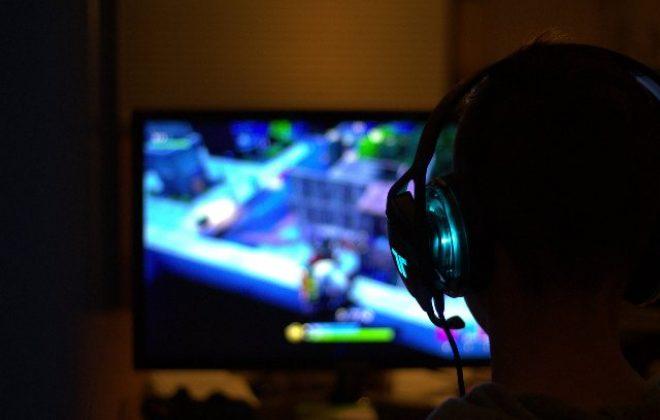 Dziecko w świecie gier komputerowych – poradnik dla rodziców