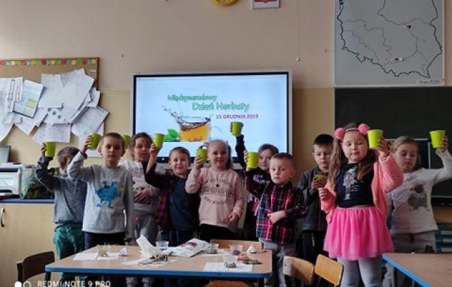 Międzynarodowy Dzień Herbaty w grupie Smerfów